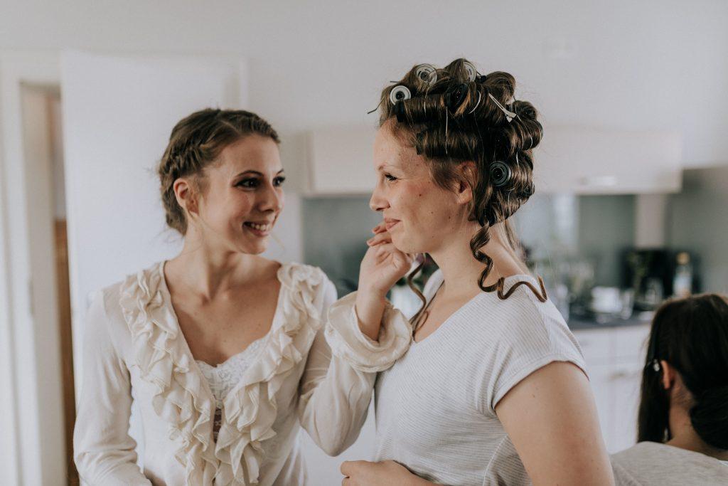 Brautjungfernstyling für freie Trauung